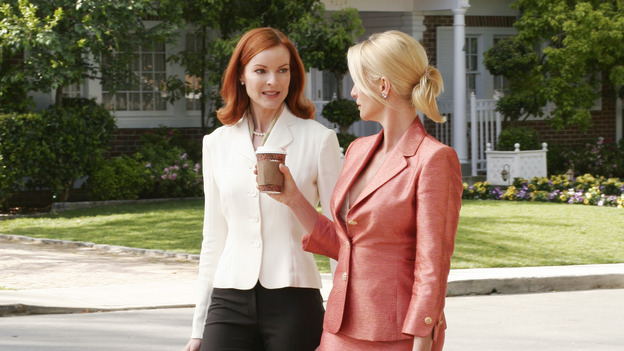 "102789_8994 -- DESPERATE HOUSEWIVES -""SUNDAY IN THE PARK WITH GEORGE"" - (ABC/RON TOM)MARCIA CROSS, NICOLLETTE SHERIDAN"