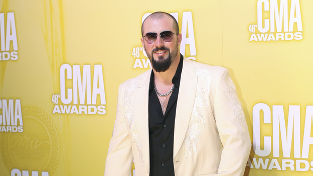 "THE 46TH ANNUAL CMA AWARDS - RED CARPET ARRIVALS - ""The 46th Annual CMA Awards"" airs live THURSDAY, NOVEMBER 1 (8:00-11:00 p.m., ET) on ABC live from the Bridgestone Arena in Nashville, Tennessee. (ABC/SARA KAUSS)ERIC LEE BEDDINGFIELD"