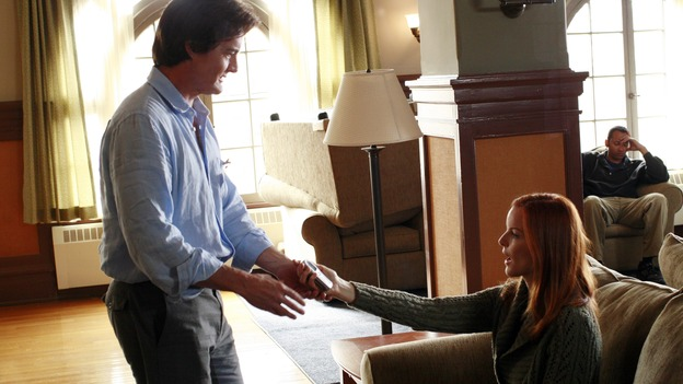 DESPERATE HOUSEWIVES - &quot;Remember&quot; - A series of flashbacks take us back to moving-in day on Wisteria Lane for Bree, Susan, Gaby and Lynette, and to how Mary Alice Young brought them all together. Meanwhile Bree gets some frightening news, Susan moves into a trailer, Lynette discovers Tom's secret and all is not well in the house of Solis, on the two-hour Second-Season finale of &quot;Desperate Housewives,&quot; SUNDAY, MAY 21 (9:00-11:00 p.m., ET) on the ABC Television Network. (ABC/RON TOM)KYLE MACLACHLAN, MARCIA CROSS