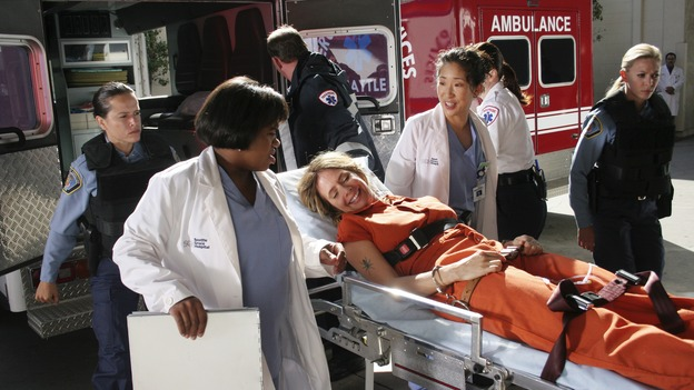 GREY'S ANATOMY - &quot;Owner of a Lonely Heart&quot; (ABC/RICHARD CARTWRIGHT)CHANDRA WILSON, ROSANNA ARQUETTE, SANDRA OH