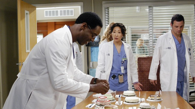 "GREY'S ANATOMY - ""Desire"" - As the interns of Seattle Grace cram for their upcoming exam, the attendings vie for the Chief's position by tending to the chairman of the hospital board after he's admitted as a patient. Meanwhile, Burke struggles to involve Cristina in the wedding planning, things heat up between Addison and Alex, and Derek questions his relationship with Meredith, on ""Grey's Anatomy,"" THURSDAY, APRIL 26 (9:00-10:01 p.m., ET) on the ABC Television Network. (ABC/GALE ADLER)ISAIAH WASHINGTON, SANDRA OH, JUSTIN CHAMBERS"