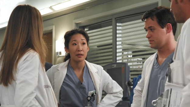 "GREY'S ANATOMY - ""Oh, The Guilt"" - Bailey treats a young mother battling breast cancer, Derek learns more about Mark and Addison's relationship, the interns defend a resident's competence at a hospital staff meeting, and Meredith and Addison examine a couple who find themselves in a rather awkward position, on ""Grey's Anatomy,"" THURSDAY, OCTOBER 19 (9:00-10:01 p.m., ET) on the ABC Television Network. (ABC/RICHARD CARTWRIGHT)ELLEN POMEO, SANDRA OH, T.R. KNIGHT"