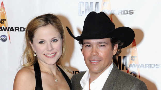 "THE 43rd ANNUAL CMA AWARDS - RED CARPET ARRIVALS - ""The 43rd Annual CMA Awards"" will be broadcast live from the Sommet Center in Nashville, WEDNESDAY, NOVEMBER 11 (8:00-11:00 p.m., ET) on the ABC Television Network. (ABC/DONNA SVENNEVIK)CLAY WALKER"