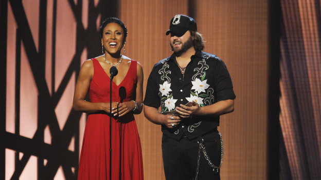 "THE 43rd ANNUAL CMA AWARDS - THEATRE - ""The 43rd Annual CMA Awards"" broadcast live from the Sommet Center in Nashville, WEDNESDAY, NOVEMBER 11 (8:00-11:00 p.m., ET) on the ABC Television Network. (ABC/KATHERINE BOMBOY)ROBIN ROBERTS, RANDY HOUSER"