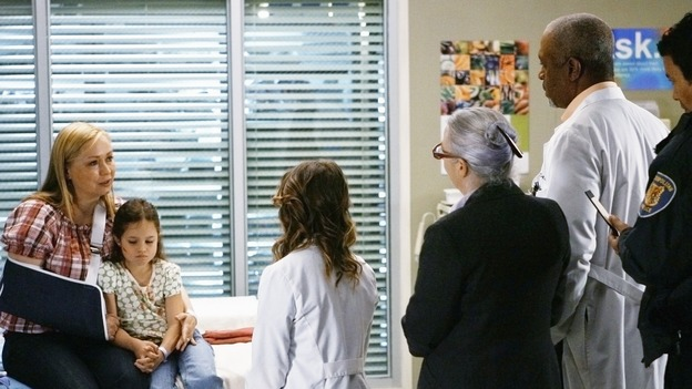 "GREY'S ANATOMY - ""Not Good at Saying Sorry (One More Chance)"" - Police and social services try to get a statement from patients, on ""Grey's Anatomy,"" THURSDAY, APRIL 30 (9:00-10:02 p.m., ET) on the ABC Television Network. (ABC/SCOTT GARFIELD) NINA SIEMASZKO, DESTINY WHITLOCK, ELLEN POMPEO, JAMES PICKENS JR."