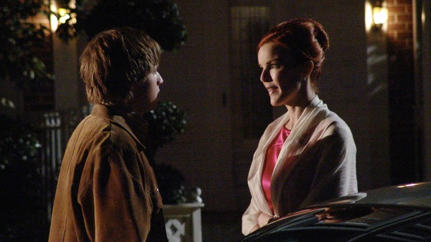 "DESPERATE HOUSEWIVES - ""Move On"" - Edie organizes a neighborhood search for the missing Mrs. Huber, just as the absent busybody's sister (guest star Harriet Sansom Harris) arrives on Wisteria Lane. Meanwhile, Bree resigns herself to her marital state and asks an attractive pharmacist (Tony Award-winning actor Roger Bart) on a date; Susan's ex, Karl (guest star Richard Burgi), suddenly reappears in her life; Lynette fears that Tom is attracted to the new nanny (guest star Marla Sokoloff); and Gabrielle sinks to new depths - she gets a job -- on ""Desperate Housewives,"" SUNDAY, JANUARY 9 (9:00-10:00 p.m., ET), on the ABC Television Network. (ABC/DANNY FELD)SHAWN PYFROM, MARCIA CROSS"