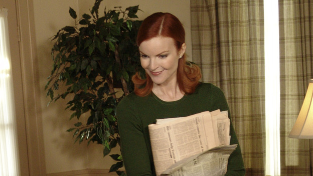 "DESPERATE HOUSEWIVES - ""Move On"" - Edie organizes a neighborhood search for the missing Mrs. Huber, just as the absent busybody's sister (guest star Harriet Sansom Harris) arrives on Wisteria Lane. Meanwhile, Bree resigns herself to her marital state and asks an attractive pharmacist (Tony Award-winning actor Roger Bart) on a date; Susan's ex, Karl (guest star Richard Burgi), suddenly reappears in her life; Lynette fears that Tom is attracted to the new nanny (guest star Marla Sokoloff); and Gabrielle sinks to new depths - she gets a job -- on ""Desperate Housewives,"" SUNDAY, JANUARY 9 (9:00-10:00 p.m., ET), on the ABC Television Network. (ABC/DANNY FELD)STEVEN CULP, MARCIA CROSS"