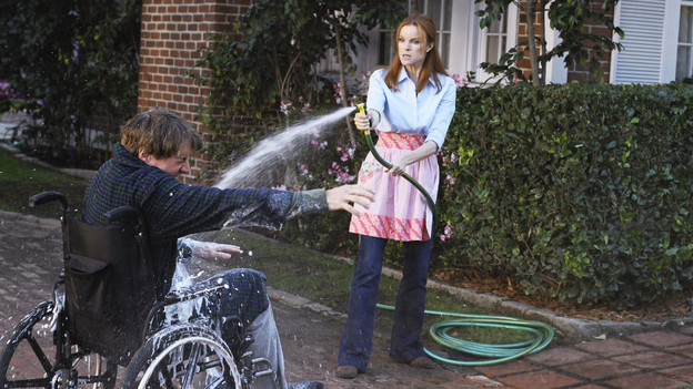 "DESPERATE HOUSEWIVES - ""How About a Friendly Shrink"" - Lynette balks at the idea of seeing a couples' therapist, on ABC's ""Desperate Housewives,"" SUNDAY, JANUARY 17 (9:00-10:01 p.m., ET). Meanwhile, Katherine is seeing her own psychiatrist, Gaby and Susan are determined to find out which of if their kids are in the smartest group at school, and Angie disapproves of Danny's new girlfriend. (ABC/RON TOM)KYLE MACLACHLAN, MARCIA CROSS"
