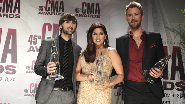 "THE 45th ANNUAL CMA AWARDS - GENERAL - ""The 45th Annual CMA Awards"" broadcast live on ABC from the Bridgestone Arena in Nashville on WEDNESDAY, NOVEMBER 9 (8:00-11:00 p.m., ET). (ABC/SARA KAUSS)LADY ANTEBELLUM"
