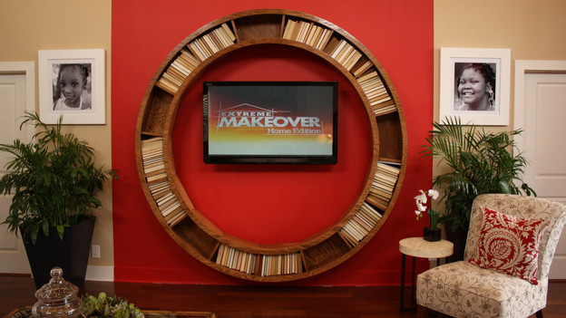 EXTREME MAKEOVER HOME EDITION - &quot;Rucker Family,&quot; - Living Room Picture,      on   &quot;Extreme Makeover Home Edition,&quot; Sunday, October 9th         (8:00-9:00   p.m.  ET/PT) on the ABC Television Network.