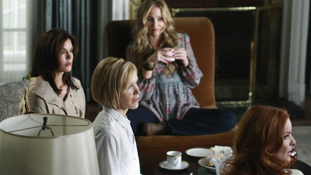"DESPERATE HOUSEWIVES - ""Nice is Different Than Good"" - On the season premiere of ""Desperate Housewives,"" Mike Delfino's bride will finally be revealed: Will it be Katherine... or will recent events be enough to bring him and Susan back together? Lynette faces the reality of another pregnancy; Bree struggles to break free from Orson and her inhibitions; Gaby is put to the test by Carlos' teenaged niece, now in their care; and a new family with a dark past moves to Wisteria Lane, on ""Desperate Housewives,"" SUNDAY, SEPTEMBER 27 (9:00-10:01 p.m., ET) on the ABC Television Network. (ABC/RON TOM)TERI HATCHER, FELICITY HUFFMAN, DREA DE MATTEO, MARCIA CROSS"