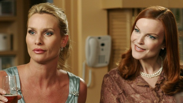 "DESPERATE HOUSEWIVES - ""One More Kiss"" (ABC/RON TOM)NICOLLETTE SHERIDAN, MARCIA CROSS"