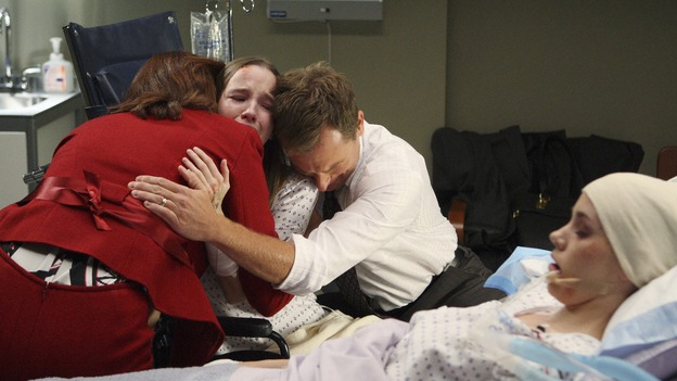 "GREY'S ANATOMY - ""All By Myself"" - A grieving family, on ""Grey's Anatomy,"" THURSDAY, DECEMBER 4 (9:00-10:01 p.m., ET) on the ABC Television Network. (ABC/CRAIG SJODIN) PERRY SMITH, KAY PANABAKER, LARKIN CAMPBELL, CHRISTA ALLEN"