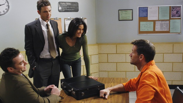 "DESPERATE HOUSEWIVES - ""Come Play Wiz Me"" - Susan is happy to be able to help Mike out, on ""Desperate Housewives,"" SUNDAY, JANUARY 21 (9:00-10:01 p.m., ET) on the ABC Television Network. (ABC/RON TOM) DONNIE JEFFCOAT, DOUGRAY SCOTT, TERI HATCHER, JAMES DENTON"