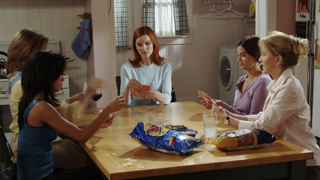 DESPERATE HOUSEWIVES - &quot;PRETTY LITTLE PICTURE&quot; (ABC/DANNY FELD)EVA LONGORIA, BRENDA STRONG, MARCIA CROSS, TERI HATCHER, FELICITY HUFFMAN