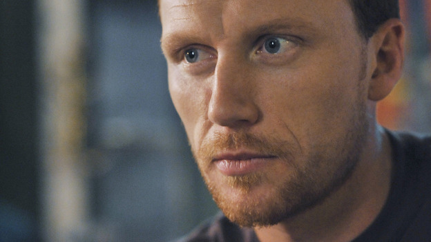 "GREY'S ANATOMY - ""There's No 'I' in Team"" - Owen Hunt has a drink at Joe's, on ""Grey's Anatomy,"" THURSDAY, OCTOBER 23 (9:00-10:01 p.m., ET) on the ABC Television Network. (ABC/ERIC MCCANDLESS) KEVIN MCKIDD"
