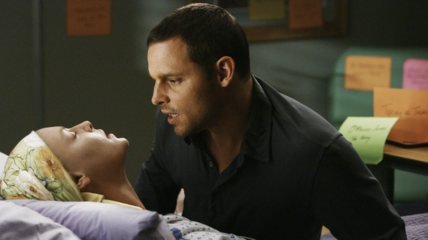 GREY'S ANATOMY - &quot;Now or Never&quot; - In a shocking moment, Dr.&nbsp;Izzie Stevens collapses in the arms of her new husband, Dr. Alex Karev, on &quot;Grey's Anatomy,&quot; THURSDAY, MAY 14 (9:00-11:00 p.m., ET) on the ABC Television Network. KATHERINE HEIGL, JUSTIN CHAMBERS