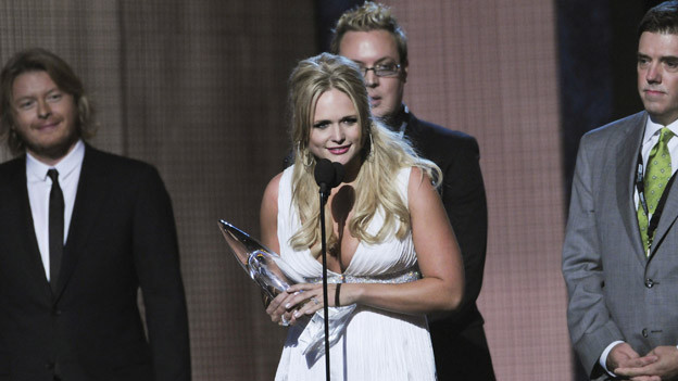 "THE 44TH ANNUAL CMA AWARDS - THEATRE - ""The 44th Annual CMA Awards"" were broadcast live from the Bridgestone Arena in Nashville, WEDNESDAY, NOVEMBER 10 (8:00-11:00 p.m., ET) on the ABC Television Network. (ABC/KATHERINE BOMBOY)MIRANDA LAMBERT, MIKE WRUCKE, FRANK LIDDELL"