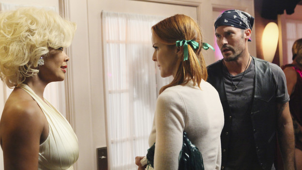 DESPERATE HOUSEWIVES - &quot;Excited and Scared&quot; - As Halloween approaches, Susan is forced to reveal her secret, sexy internet side job to a shocked Mike; Juanita becomes suspicious of Gabrielle's sudden interest in Grace; Lynette becomes concerned about Tom's mother's memory lapses; Bree learns a secret about Keith; and Paul is encouraged to take wife Beth out on a date in order to light a spark in their unromantic relationship, on &quot;Desperate Housewives,&quot; SUNDAY, OCTOBER 31 (9:00-10:01 p.m., ET) on the ABC Television Network. (ABC/DANNY FELD)VANESSA WILLIAMS, MARCIA CROSS, BRIAN AUSTIN GREEN
