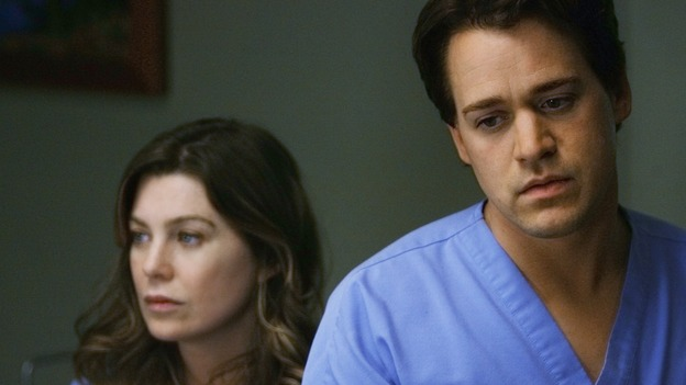"GREY'S ANATOMY - ""Elevator Love Letter"" - George and Meredith wait in Izzie's room, on ""Grey's Anatomy,"" THURSDAY, MARCH 26 (9:00-10:02 p.m., ET) on the ABC Television Network. (ABC/SCOTT GARFIELD) ELLEN POMPEO, T.R. KNIGHT"