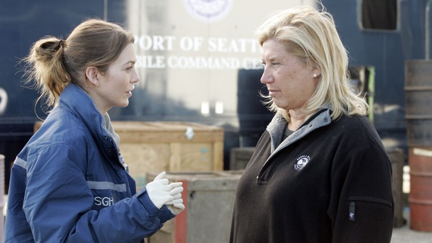 "GREY'S ANATOMY - ""Walk on Water"" - Producer/technical advisor Linda Klein (right) coaches Ellen Pompeo (left) while shooting ""Grey's Anatomy"" on location at the Santa Anita Park in Arcadia, California. (ABC/VIVIAN ZINK)"