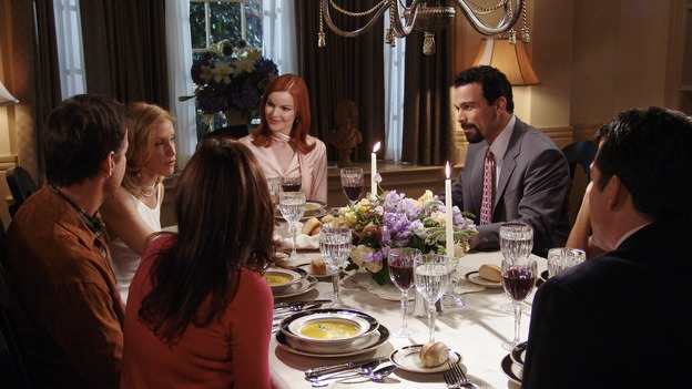 "DESPERATE HOUSEWIVES - ""PRETTY LITTLE PICTURE"" (ABC/DANNY FELD)JAMES DENTON, FELICITY HUFFMAN, MARCIA CROSS, RICARDO ANTONIO CHAVIRA"