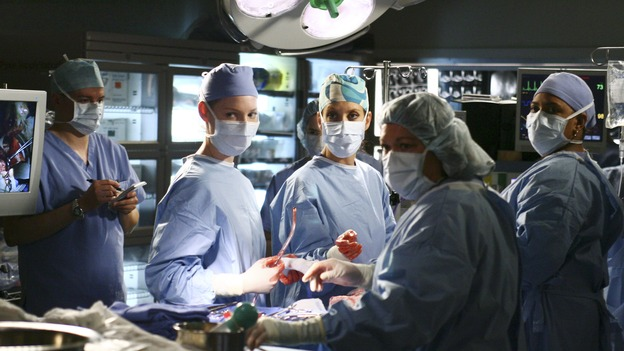 "GREY'S ANATOMY - ""Great Expectations"" - While rumors of the Chief's departure spread among the hospital staff, Bailey proposes the creation of a free clinic, and a Seattle Grace doctor receives a proposal of a different sort, on ""Grey's Anatomy,"" THURSDAY, JANUARY 25 (9:00-10:01 p.m., ET) on the ABC Television Network. (ABC/SCOTT GARFIELD)KATHERINE HEIGL, KATE WALSH, CHANDRA WILSON"
