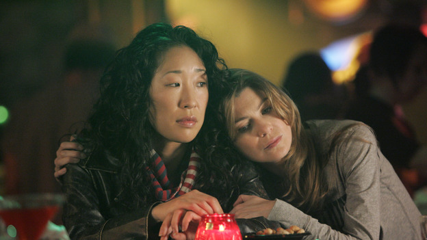 "102467_7114 -- GREY'S ANATOMY -- ""RAINDROPS KEEP FALLING ON MY HEAD"" (ABC/CRAIG SJODIN)SANDRA OH, ELLEN POMPEO"