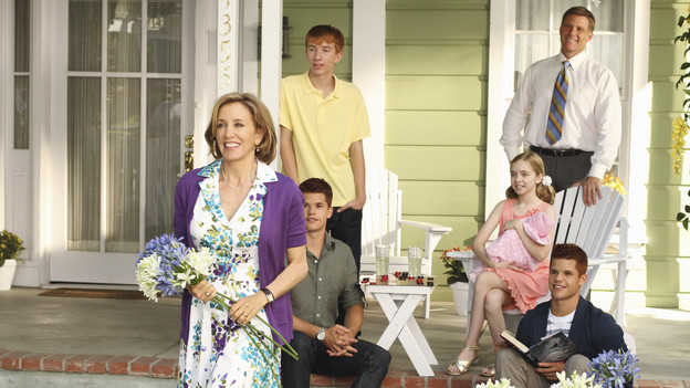 "DESPERATE HOUSEWIVES - ""Remember Paul?"" - The residents of Wisteria Lane are stunned to discover that Paul Young is out of prison and back in the neighborhood with an enigmatic new wife and seemingly dark motives. Meanwhile, while Paul is renting Susan's home, she, Mike and MJ are living in an apartment on limited funds. But Susan sees a glimmer of hope in getting her life back on the Lane when she's offered an unorthodox job by her apartment manager, Maxine (Lainie Kazan); Lynette's rich and successful college friend, Renee (Vanessa Williams), pays an unexpected visit to the Scavo household; Gabrielle and Carlos find themselves keeping secrets from one another; and Bree, newly single and needing a fresh start after selling her business, finds herself tempted by Keith (Brian Austin Green) -- the handsome, young handyman she's hired to update her house -- on the season premiere of ""Desperate Housewives,"" SUNDAY, SEPTEMBER 26 (9:00-10:01 p.m., ET) on the ABC Television Network. (ABC/RON TOM)FELICITY HUFFMAN, MAX CARVER, JOSHUA MOORE, DARCY ROSE BYRNES, DOUG SAVANT, CHARLIE CARVER"