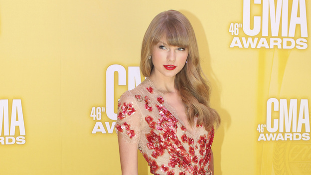 "THE 46TH ANNUAL CMA AWARDS - RED CARPET ARRIVALS - ""The 46th Annual CMA Awards"" airs live THURSDAY, NOVEMBER 1 (8:00-11:00 p.m., ET) on ABC live from the Bridgestone Arena in Nashville, Tennessee. (ABC/SARA KAUSS)TAYLOR SWIFT"