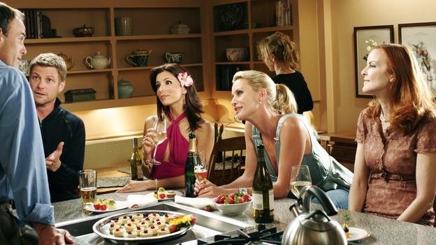 "DESPERATE HOUSEWIVES - ""One More Kiss"" (ABC/RON TOM)RICHARD BURGI, DOUG SAVANT, EVA LONGORIA, NICOLLETTE SHERIDAN, MARCIA CROSS"