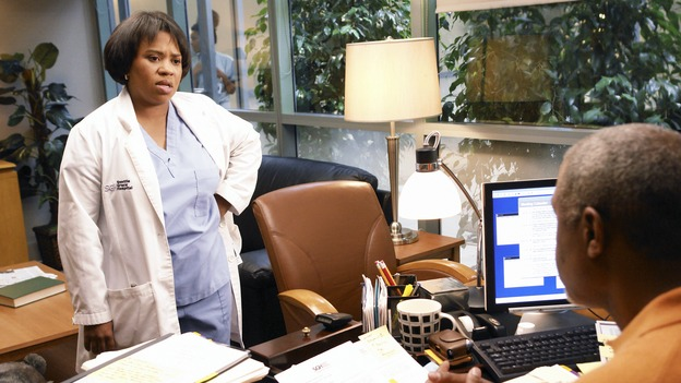"GREY'S ANATOMY - ""Let the Angels Commit"" -- Cristina scrubs in on the rare 'humpty dumpty' procedure, much to the envy of her fellow doctors, Alex questions his future medical specialty, George and Addison work with a pregnant woman with an unusual dilemma, and Derek receives a surprise visit from his sister, on ""Grey's Anatomy,"" THURSDAY, OCTOBER 26 (9:00-10:01 p.m., ET) on the ABC Television Network. (ABC/RICHARD CARTWRIGHT)CHANDRA WILSON, JAMES PICKENS, JR."
