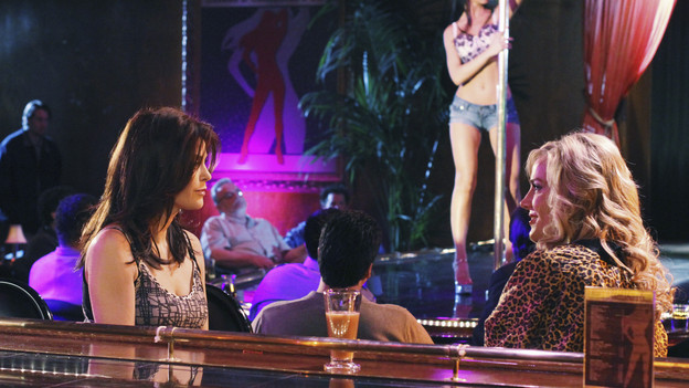 DESPERATE HOUSEWIVES - &quot;The Glamorous Life&quot; - On ABC's &quot;Desperate Housewives,&quot; SUNDAY, JANUARY 31 (9:00-10:01 p.m., ET), Gaby and Angie challenge each other's parenting skills, Susan befriends a stripper (Julie Benz) and takes her under her wing, Lynette and Tom argue the merits of their new therapist, and a concerned Bree keeps a watchful eye on Orson for fear he may take his own life. (ABC/RON TOM)TERI HATCHER, JULIE BENZ