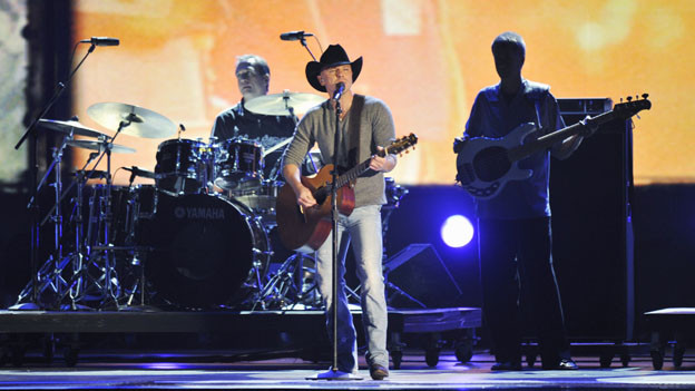 "THE 44TH ANNUAL CMA AWARDS - THEATRE - ""The 44th Annual CMA Awards"" were broadcast live from the Bridgestone Arena in Nashville, WEDNESDAY, NOVEMBER 10 (8:00-11:00 p.m., ET) on the ABC Television Network. (ABC/KATHERINE BOMBOY)KENNY CHESNEY"