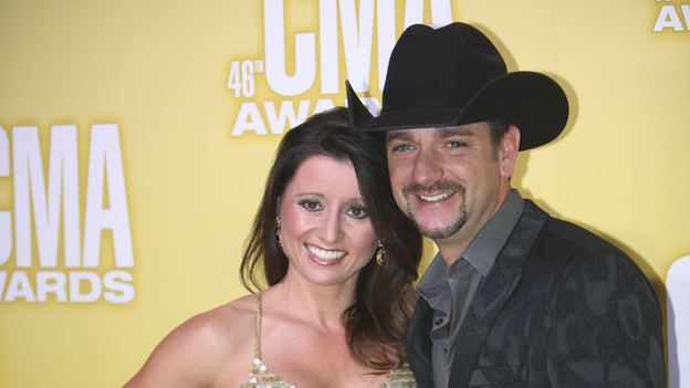 "THE 46TH ANNUAL CMA AWARDS - RED CARPET ARRIVALS - ""The 46th Annual CMA Awards"" airs live THURSDAY, NOVEMBER 1 (8:00-11:00 p.m., ET) on ABC live from the Bridgestone Arena in Nashville, Tennessee. (ABC/SARA KAUSS)MINDY CAMPBELL, CRAIG CAMPBELL"
