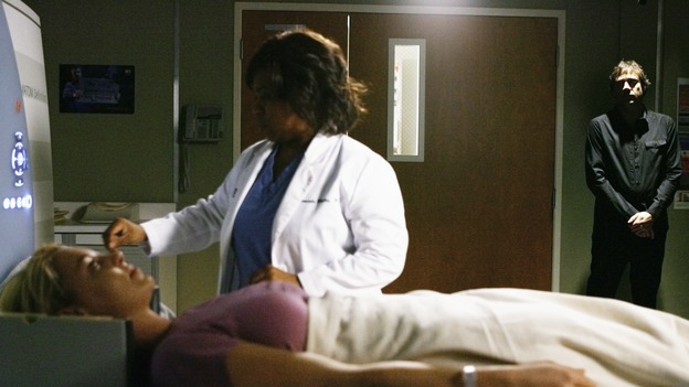 "GREY'S ANATOMY - ""What a Difference a Day Makes"" - Bailey performs a test on Izzie as the imagined spectre of Denny Duquette watches ominously, on ""Grey's Anatomy,"" THURSDAY, MAY 7 (9:00-10:02 p.m., ET) on the ABC Television Network. (ABC/SCOTT GARFIELD) KATHERINE HEIGL, CHANDRA WILSON, JEFFREY DEAN MORGAN"