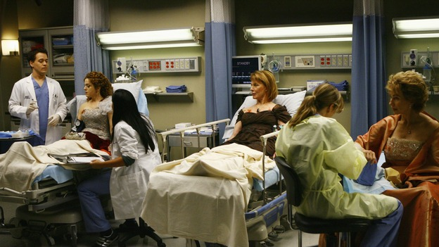 "GREY'S ANATOMY - ""Dream a Little Dream of Me"" - On the two-hour season premiere of ""Grey's Anatomy,"" Meredith and Derek learn that ""happily ever after"" isn't easy, a military doctor who brings in a trauma patient catches Cristina's eye, and the Chief and his staff reel at the news that Seattle Grace is no longer nationally ranked as a top-tier teaching hospital, on ""Grey's Anatomy,"" THURSDAY, SEPTEMBER 25 (9:00-11:00 p.m., ET) on the ABC Television Network. (ABC/SCOTT GARFIELD)T.R. KNIGHT, BERNADETTE PETERS, SARA RAMIREZ, MARIETTE HARTLEY, ELLEN POMPEO, KATHY BAKER"