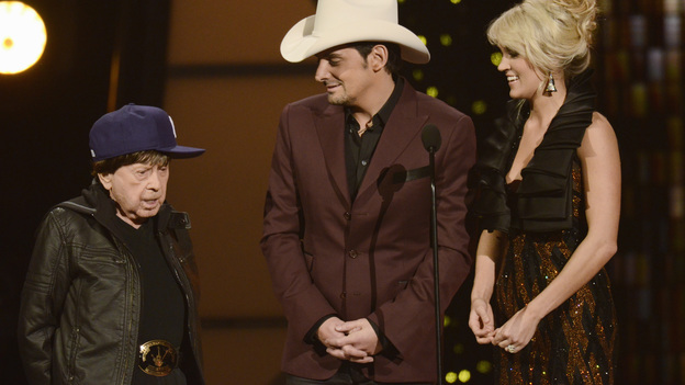 "THE 45th ANNUAL CMA AWARDS - THEATRE - ""The 45th Annual CMA Awards"" broadcast live on ABC from the Bridgestone Arena in Nashville on WEDNESDAY, NOVEMBER 9 (8:00-11:00 p.m., ET). (ABC/KATHERINE BOMBOY-THORNTON)LITTLE JIMMY DICKENS, BRAD PAISLEY, CARRIE UNDERWOOD"