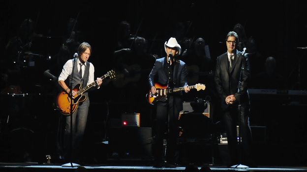 "THE 45th ANNUAL CMA AWARDS - THEATRE - ""The 45th Annual CMA Awards"" broadcast live on ABC from the Bridgestone Arena in Nashville on WEDNESDAY, NOVEMBER 9 (8:00-11:00 p.m., ET). (ABC/KATHERINE BOMBOY-THORNTON)KEITH URBAN, BRAD PAISLEY, VINCE GILL"