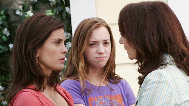 "DESPERATE HOUSEWIVES -""SUNDAY IN THE PARK WITH GEORGE"" - (ABC/RON TOM) TERI HATCHER, ANDREA BOWEN, LESLEY ANN WARREN"