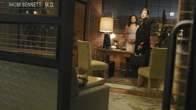 "PRIVATE PRACTICE - ""Tempting Faith"" - Addison receives a surprise visit from her brother and fellow surgeon, Archer, and his presence not only causes trouble for her, but for Naomi and Sam as well. Meanwhile Meg returns to try to make it work with Pete, and a patient accused of a malicious crime stirs up anger and emotions, for both Violet and Dell, on ""Private Practice,"" WEDNESDAY, NOVEMBER 26 (9:00-10:01 p.m., ET) on the ABC Television Network. (ABC/RICHARD CARTWRIGHT)AUDRA MCDONALD, KATE WALSH"
