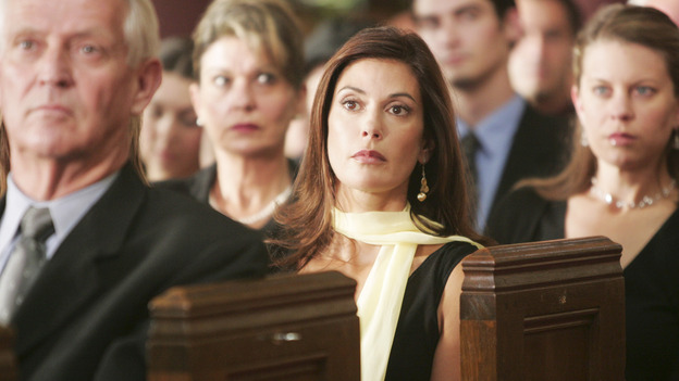"DESPERATE HOUSEWIVES ""Next"" - Susan at Rex Van de Kamp's funeral - (ABC/VIVIAN ZINK) TERI HATCHER"
