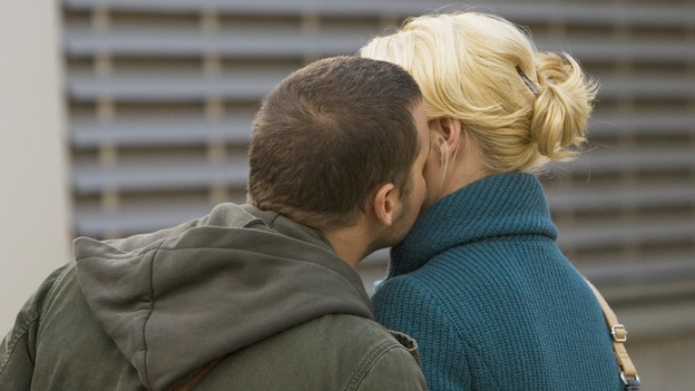 "GREY'S ANATOMY - ""These Ties That Bind"" - Alex leans in to kiss Izzie, on ""Grey's Anatomy,"" THURSDAY, NOVEMBER 13 (9:00-10:01 p.m., ET) on the ABC Television Network. (ABC/RANDY HOLMES) JUSTIN CHAMBERS, KATHERINE HEIGL"