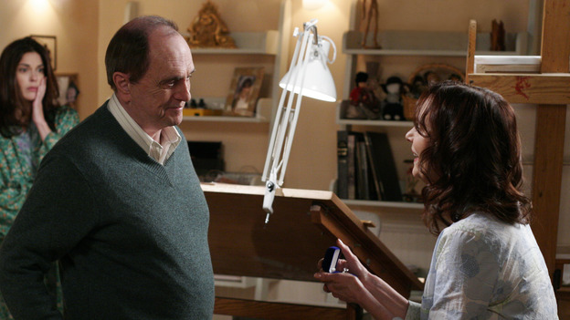 DESPERATE HOUSEWIVES -&quot;SUNDAY IN THE PARK WITH GEORGE&quot; - (ABC/RON TOM) TERI HATCHER, BOB NEWHART, LESLEY ANN WARREN