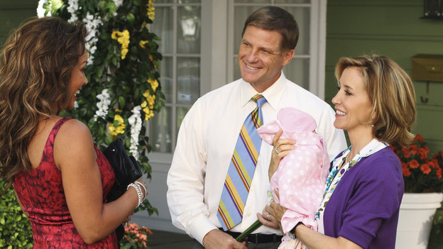 "DESPERATE HOUSEWIVES - ""Remember Paul?"" - The residents of Wisteria Lane are stunned to discover that Paul Young is out of prison and back in the neighborhood with an enigmatic new wife and seemingly dark motives. Meanwhile, while Paul is renting Susan's home, she, Mike and MJ are living in an apartment on limited funds. But Susan sees a glimmer of hope in getting her life back on the Lane when she's offered an unorthodox job by her apartment manager, Maxine (Lainie Kazan); Lynette's rich and successful college friend, Renee (Vanessa Williams), pays an unexpected visit to the Scavo household; Gabrielle and Carlos find themselves keeping secrets from one another; and Bree, newly single and needing a fresh start after selling her business, finds herself tempted by Keith (Brian Austin Green) -- the handsome, young handyman she's hired to update her house -- on the season premiere of ""Desperate Housewives,"" SUNDAY, SEPTEMBER 26 (9:00-10:01 p.m., ET) on the ABC Television Network. (ABC/RON TOM)VANESSA WILLIAMS, DOUG SAVANT, FELICITY HUFFMAN"