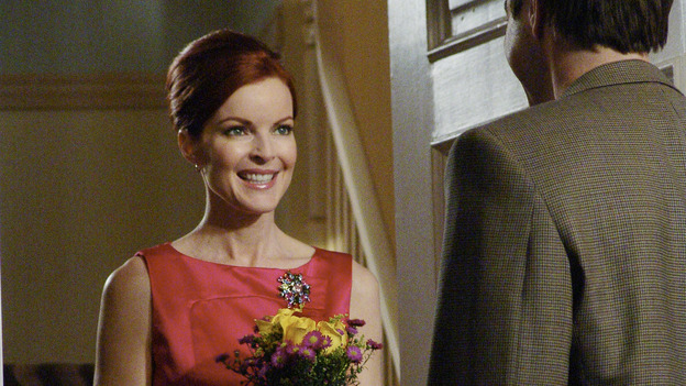 "DESPERATE HOUSEWIVES - ""Move On"" - Edie organizes a neighborhood search for the missing Mrs. Huber, just as the absent busybody's sister (guest star Harriet Sansom Harris) arrives on Wisteria Lane. Meanwhile, Bree resigns herself to her marital state and asks an attractive pharmacist (Tony Award-winning actor Roger Bart) on a date; Susan's ex, Karl (guest star Richard Burgi), suddenly reappears in her life; Lynette fears that Tom is attracted to the new nanny (guest star Marla Sokoloff); and Gabrielle sinks to new depths - she gets a job -- on ""Desperate Housewives,"" SUNDAY, JANUARY 9 (9:00-10:00 p.m., ET), on the ABC Television Network. (ABC/DANNY FELD)MARCIA CROSS, ROGER BART"