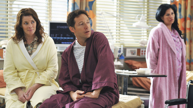"GREY'S ANATOMY - ""There's No 'I' in Team"" - Patients waiting as part of a ""domino procedure"" in which each surgery hinges on the one preceding it, on ""Grey's Anatomy,"" THURSDAY, OCTOBER 23 (9:00-10:01 p.m., ET) on the ABC Television Network.  (ABC/ERIC MCCANDLESS) COLLEEN FLYNN, GEORGE NEWBERN"