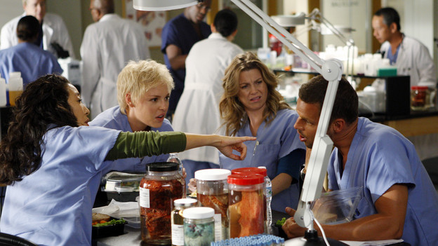 GREY'S ANATOMY - &quot;Tainted Obligation&quot; - When Meredith and Lexie's father, Thatcher, returns to the hospital with a failed liver, it's up to Meredith to save his life. Meanwhile, Izzie empathizes with a patient riddled with tumors, as Mark, annoyed with Cristina's competitive zeal, tricks her into assisting on an unusual surgery, on &quot;Grey's Anatomy,&quot; THURSDAY, OCTOBER 8 (9:00-10:01 p.m., ET) on the ABC Television Network. (ABC/MICHAEL DESMOND)SANDRA OH, KATHERINE HEIGL, ELLEN POMPEO, JUSTIN CHAMBERS