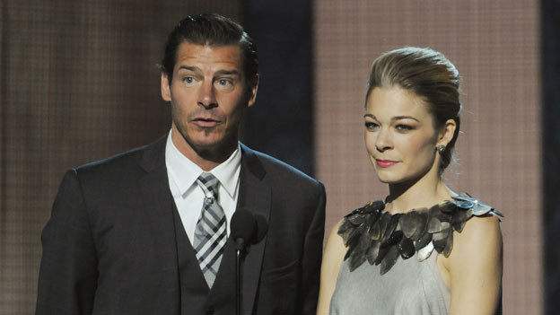 "THE 44TH ANNUAL CMA AWARDS - THEATRE - ""The 44th Annual CMA Awards"" were broadcast live from the Bridgestone Arena in Nashville, WEDNESDAY, NOVEMBER 10 (8:00-11:00 p.m., ET) on the ABC Television Network. (ABC/KATHERINE BOMBOY)TY PENNINGTON, LEANN RIMES"