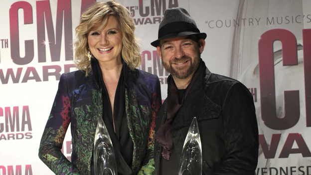 "THE 45th ANNUAL CMA AWARDS - GENERAL - ""The 45th Annual CMA Awards"" broadcast live on ABC from the Bridgestone Arena in Nashville on WEDNESDAY, NOVEMBER 9 (8:00-11:00 p.m., ET). (ABC/SARA KAUSS)SUGARLAND"